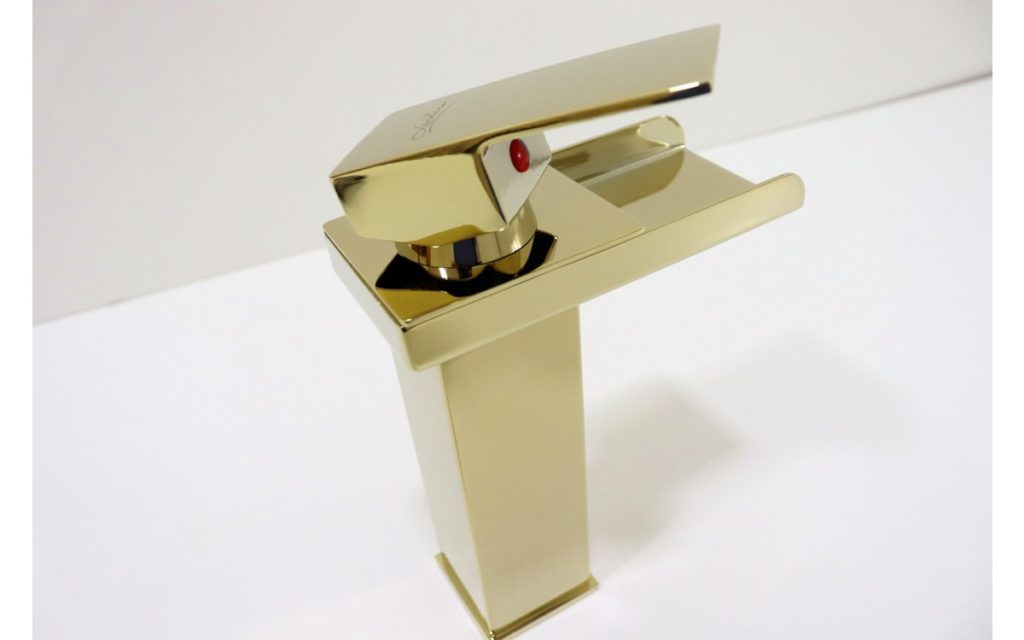 torneira banheiro dourada